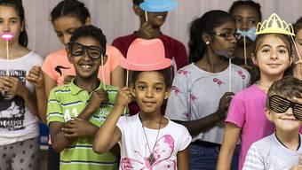 Spielerisch während den Ferien die Deutschkenntnisse verbessern: diese fremdsprachigen Urner Kinder nehmen an einem Integrationsprojekt teil, das der Kanton diesen Sommer erstmals anbietet.
