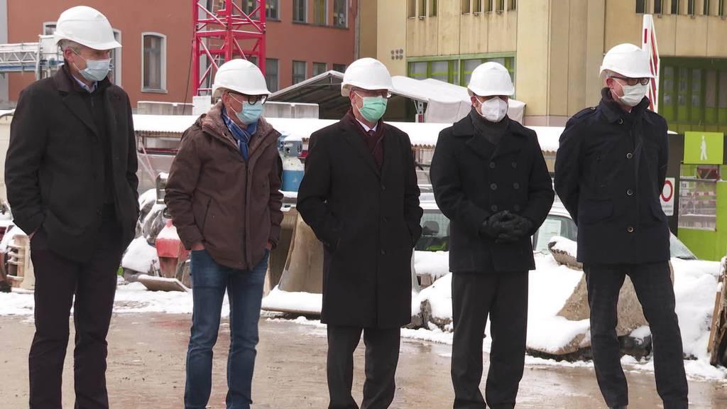 Spatenstich: Kinder schaufeln für Neubau von Kinderspital