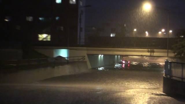 Überflutete Goldschlägi-Unterführung  in Schlieren