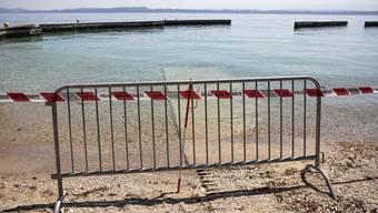 Der geschlossene Strand bei Boudry am Neuenburgersee.