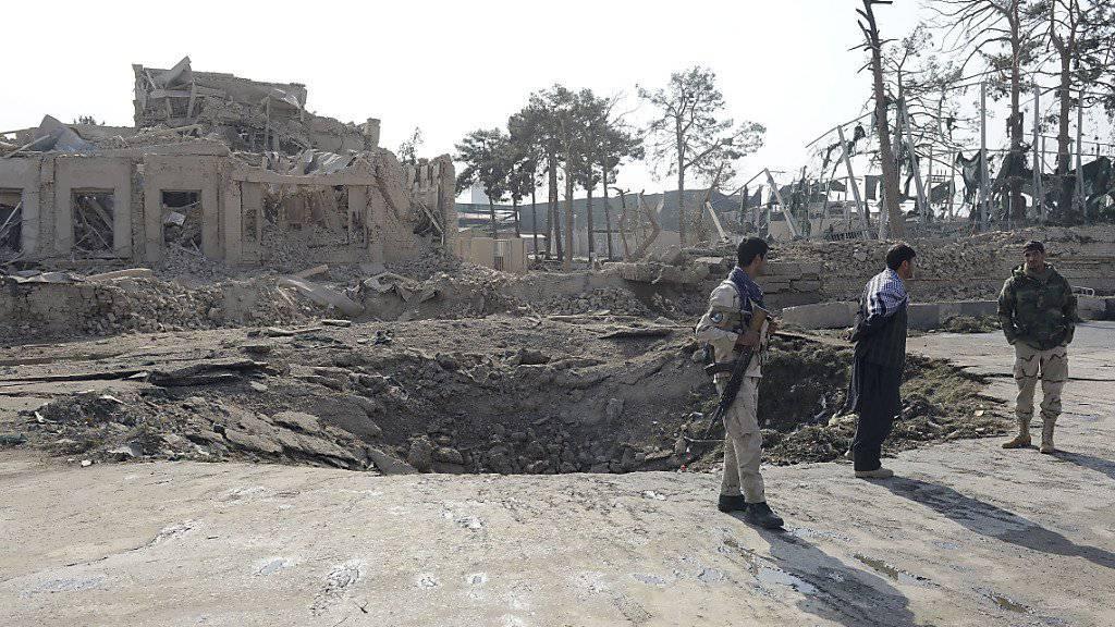 Zeichen der Detonation: Der Bombenangriff auf das deutsche Konsulat in der afghanischen Stadt Masar-i-Scharif war offenbar von langer Hand geplant.