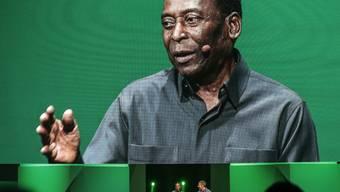 Brasiliens Fussball-Legende Pelé ist operiert worden.