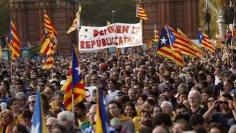 Der Region Katalonien drohen nach dem Hickhack um die Unabhängigkeitserklärung und der dadurch entstandenen Unsicherheit «Verhältnisse wie in Griechenland». (Archivbild)