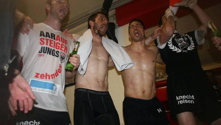 Alain Schultz, Sven Lüscher, Davide Callà und Jiri Koubsky feiern ausgelassen.