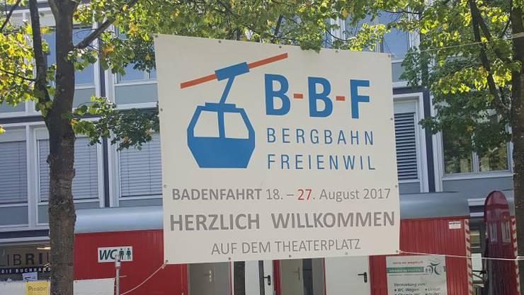 Die BBF Bergbahn Freienwil bringt euch nicht auf einen Hügel, sondern zum Schlemmen auf den Theaterplatz. Auf Musik wird ganz verzichtet, um sich auf gute Gespräche, leckeres Essen und ein interessanteds Ambiente zu konzentrieren.