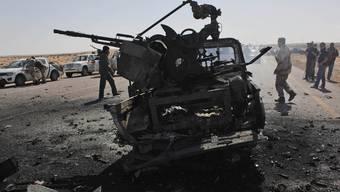 Die Angriffe der internationalen Gemeinschaft setzen den militärischen Einrichtungen Gaddafis zu (Archiv)