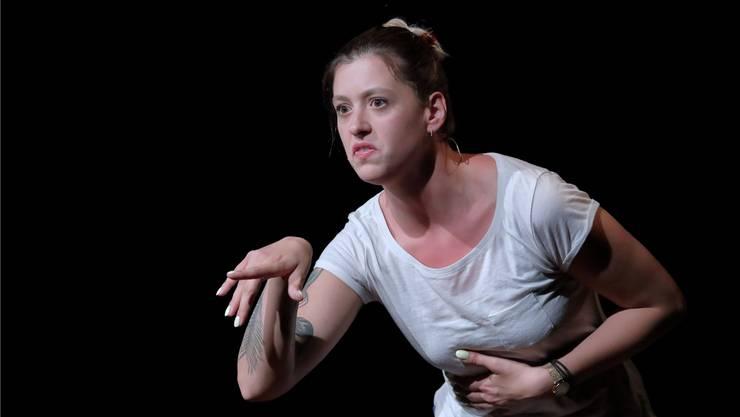 Die Slam-Poetin Lisa Christ aus Olten führte bei der «Wunschfeder» ihr erstes Kabarettprogramm auf.