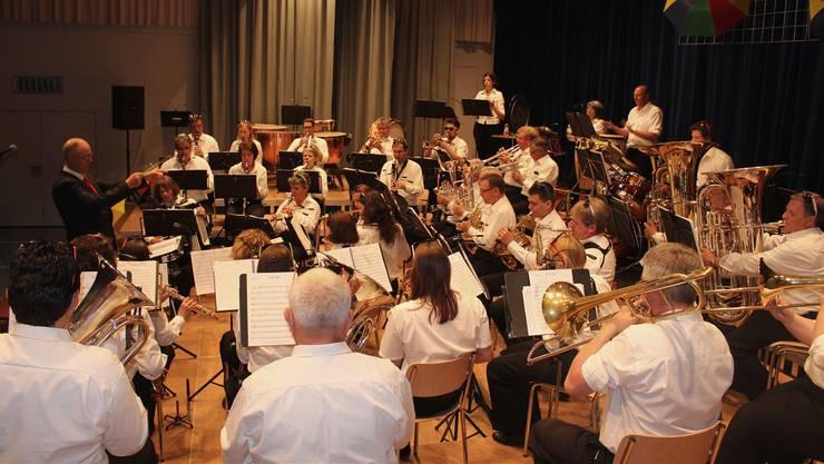 Das Üben hat sich gelohnt: Jedes Orchestermitglied ist hoch konzentriert bei der Sache.
