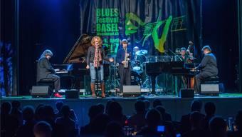 Die Band der Boogie-Woogie-Pianisten Axel Zwingenberger und Ben Waters (rechts) bei ihrem Auftritt am Donnerstag im Volkshaus.