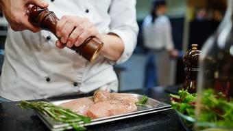 Auch diejenigen Restaurants, die nicht im Gault Millau zu finden sind, müssen sich beweisen. (Symbolbild)