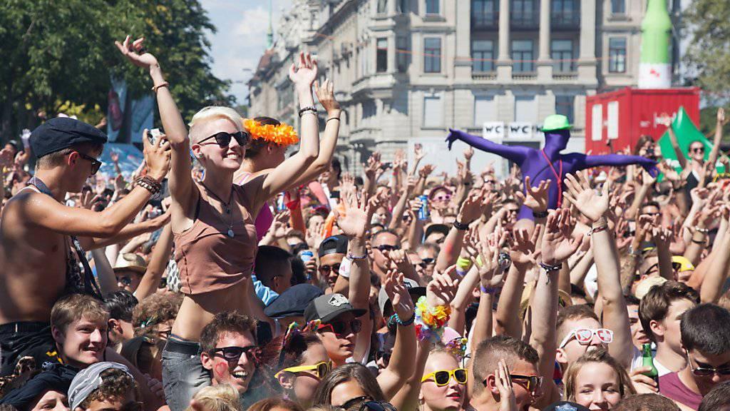 """""""Love never ends"""": Unter diesem Motto werden hunderttausende Techno-Fans am morgigen Samstag in Zürich ausgelassen feiern."""