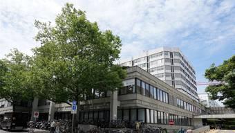 Bei welcher Vorsorgeeinrichtung sollen die Angestellten eines zukünftigen gemeinsamen Spitals beider Basel angeschlossen sein?