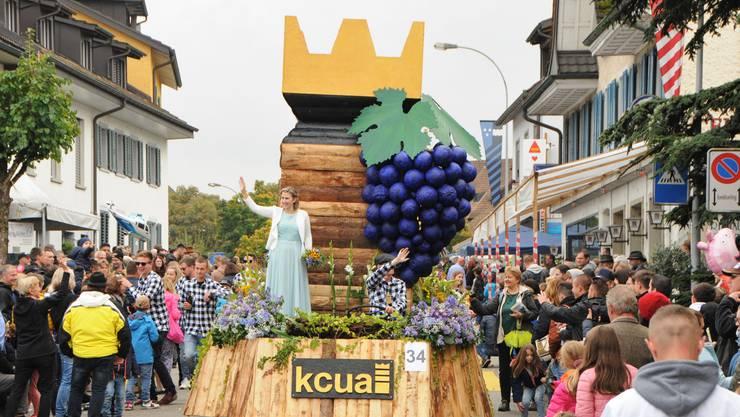 Premiere: Der Kubb-Verein Unteres Aaretal ist erstmals am Winzerumzug dabei.