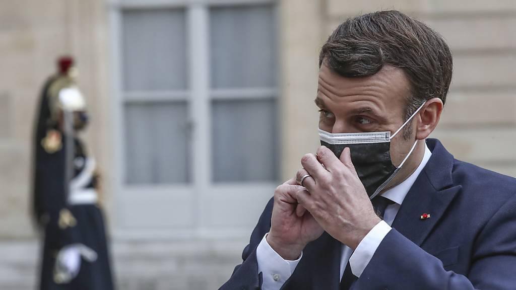 Macron: Bin nicht über chinesischen Corona-Impfstoff informiert