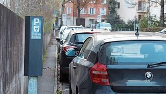 Nicht nur im Zentrum Badens wie hier an der Gartenstrasse wird Parkieren teurer.