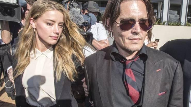 Johnny Depp (r) und Amber Heard (l) führen nach ihrer Trennung einen Rosenkrieg gegeneinander. (Archiv)