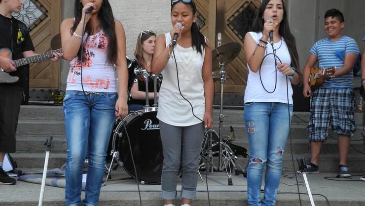 Die drei Sängerinnen wirkten anfangs etwas scheu, gaben gegen Schluss aber Vollgas