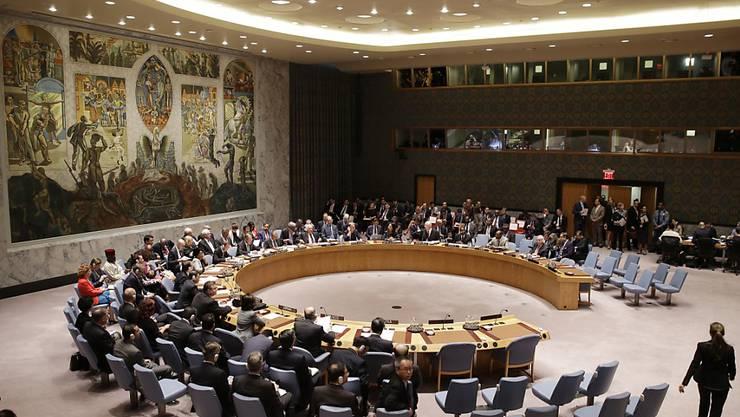 Der Weltsicherheitsrat in New York (Archiv). Frankreich fordert die Weltgemeinschaft in einem Resolutionsentwurf zu verstärkten gemeinsamen Anstrengungen im Kampf gegen den Terrorismus auf.