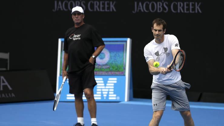 Ivan Lendl beobachtet seinen Schützling beim Training.