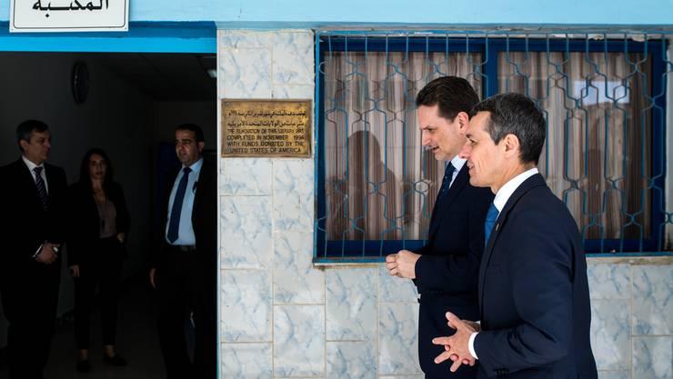 Pierre Krähenbühl (links) und Bundesrat Ignazio Cassis am 14. Mai 2018 in Jordanien. Auf dem Rückflug in die Schweiz sollte Cassis das von Krähenbühl geleitete Hilfswerk plötzlich öffentlich in Frage stellen.