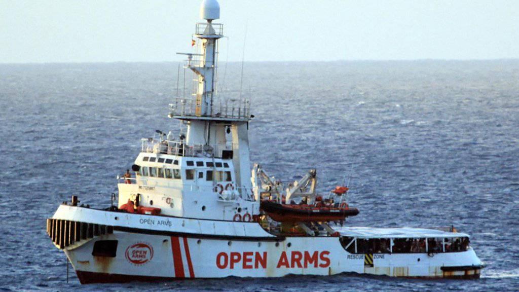 Die «Open Arms» ist seit Donnerstag in unmittelbarer Nähe der italienischen Insel Lampedusa. Die Balearen liegen mehr als 1000 Kilometer von Lampedusa entfernt. (Bild vom 15. August)