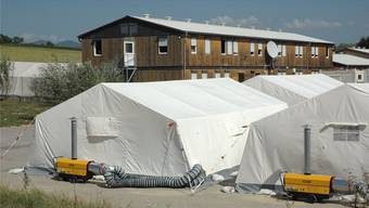 In solchen Zelten werden die Flüchtlinge in Efringen-Kirchen untergebracht. Streitereien konnten bisher rasch wieder geschlichtet werden. (Archiv)