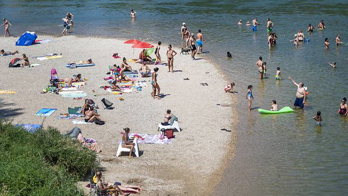 Am Unterlauf der Birs bei Basel, wie hier beim Birsköpfli, ist das Baden zum Schutz der Fische ab Donnerstag verboten.