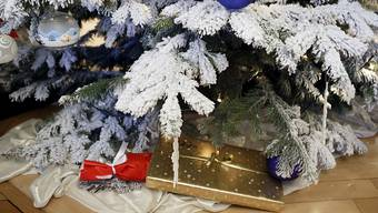 Bernhard Lindner: «Die meisten von uns verbinden Weihnachten mit dem Ritual des Schenkens und Beschenkt-Werdens. An andere denken, für sie ein Geschenk suchen oder herstellen, jemandem eine Freude machen … das ist ein kostbarer Brauch, der nicht zuletzt die Schenkenden glücklich macht, denn Geben ist seliger als Nehmen.» (Symbolbild)
