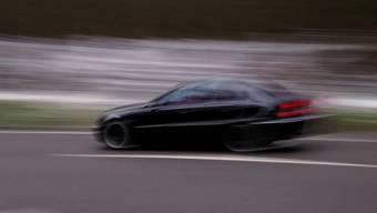 Ein Auto wurde mit 211 km/h gemessen. (Symbolbild)