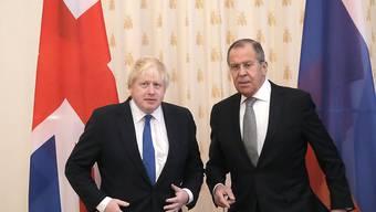 Kein gutes Verhältnis: Der britische Aussenminister Boris Johnson (links) zu Besuch in Moskau bei seinem russischen Amtskollegen Sergej Lawrow.