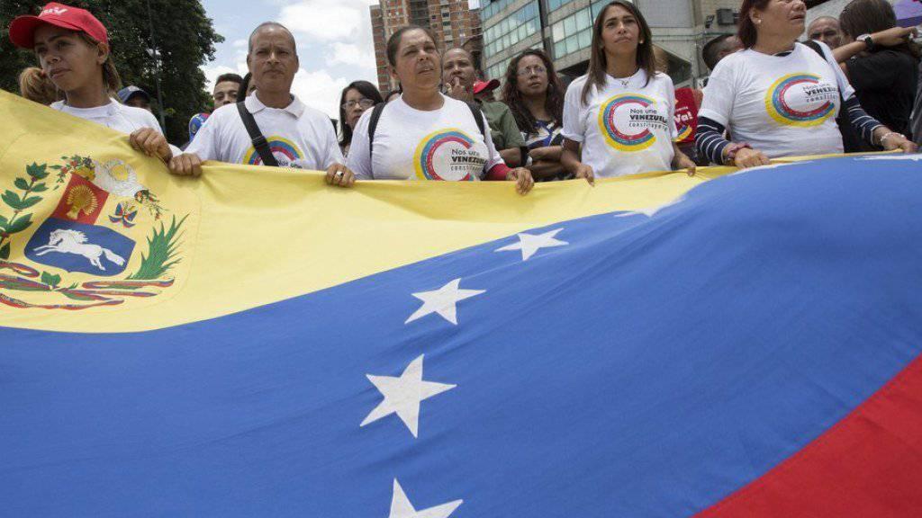 Anhänger von Nicolás Maduro bei einer Kundgebung in der Hauptstadt Caracas. Venezuelas Präsident gerät wegen Betrugsvorwürfen bei der Wahl der 545 Mitglieder einer Verfassungsgebenden Versammlung immer stärker unter Druck.