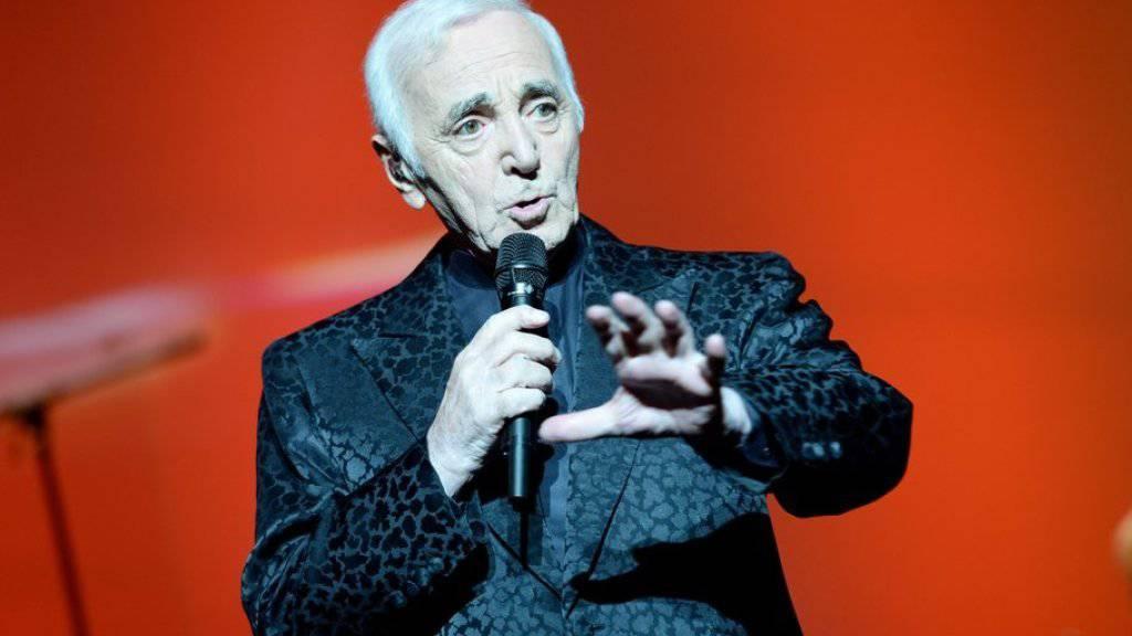 Charles Aznavour macht keinen Hehl daraus: Wegen seinem «katastrophalen Gedächtnis» liest er seine Songtexte gerne vom Teleprompter ab.