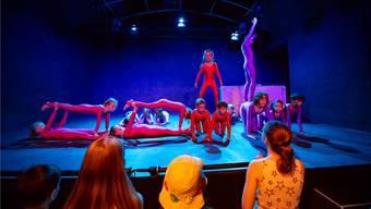 Mit ihrer Aufführung zogen die Kinder die Besucher in ihren Bann.