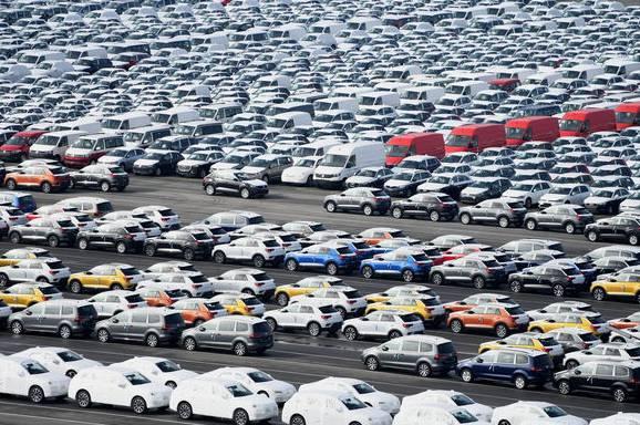 Volkswagen warten darauf, verschifft zu werden.