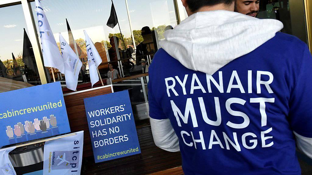 Der irische Billigflieger Ryanair hat den Vorwurf zurückgewiesen, illegale Leiharbeiter zu beschäftigen. (Archiv)