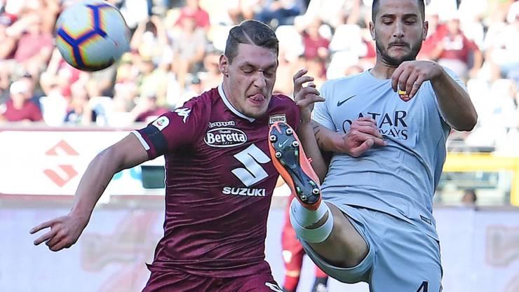 Zweikampf zwischen Romas Verteidiger Manolas (rechts) und Torino-Stürmer Belotti