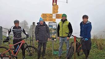 (v.l.) Adrian Schaad, Kurt Erni, AVT, Stephan Braun, Naturpark Thal und Lothar Bürgi. AVT waren die ersten Biker der Route 44. Die Mountainbikeroute vom Weissenstein nach Balsthal konnte nach einem längeren Planungsprozess mit breit abgestützter Mitwirkung vor wenigen Tagen eröffnet werden.