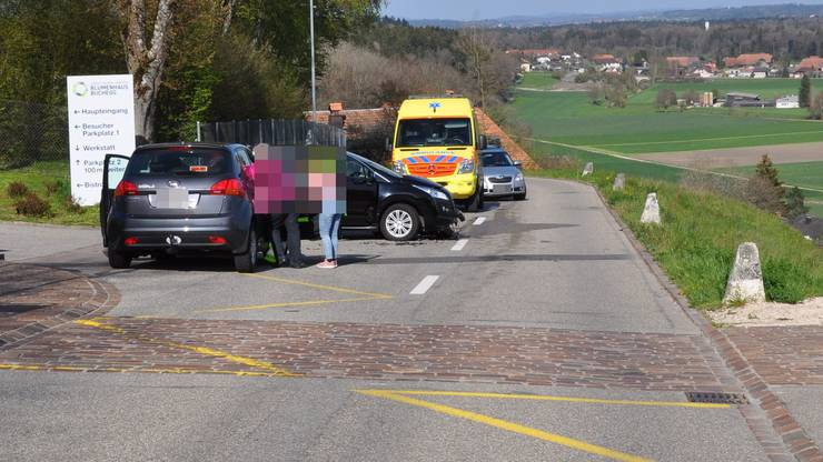 Abbiegemanöver: Zwei Autos stossen zusammen.