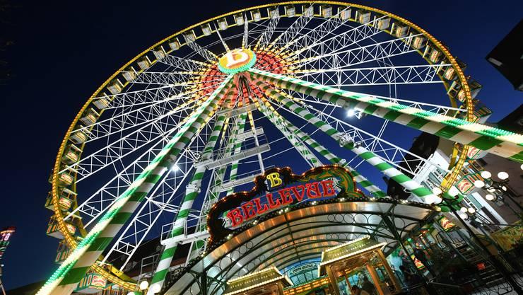 Das Markenzeichen der «Herbschtmäss»: das Riesenrad am Münsterplatz. (Archivbild)