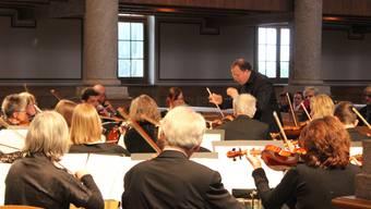 Das Grenchner Stadtorchester unter der Leitung von Ruwen Kronenberg.