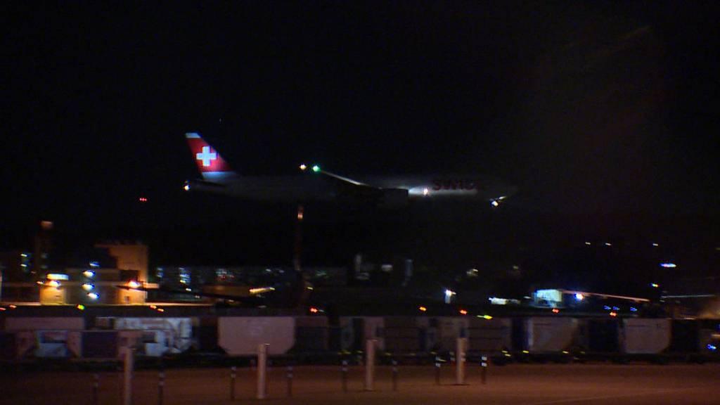 219 Passagiere an Bord: Hier landet der Swiss-Evakuierungsflieger in Zürich