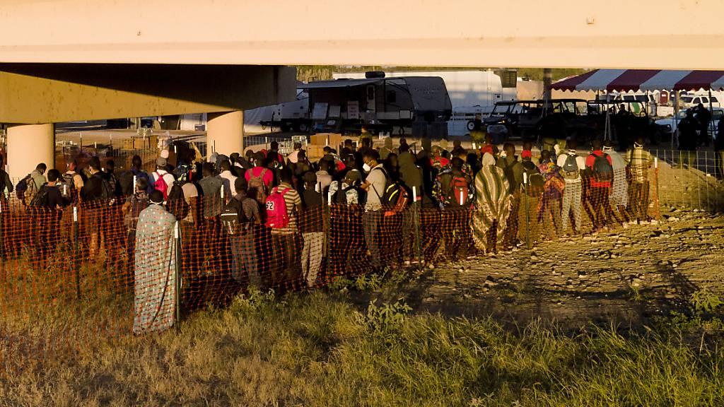 Nach Räumung von Migrantencamp öffnen USA Grenzübergang