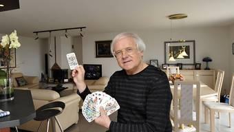 """Wenn es nach seinem Leib-und-Magen-Coiffeur Christian Wintz in Strassburg gehen würde, hätte Gilbert Gress schon lange eine andere Frisur - """"viel kürzer und moderner"""", schlägt Wintz vor. Aber Gress ist dagegen. (Archivbild)"""
