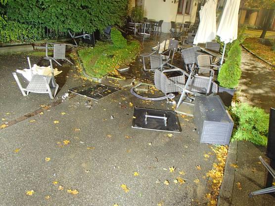 An der Gartenwirtschaft entstand grosser Sachschaden.