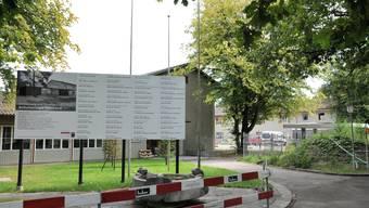 Die Sanierung des Gönhardschulhauses steht in der Kritik.  to
