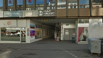 Der Eingang zum Club Velvet in Basel an der Steinentorstrasse.