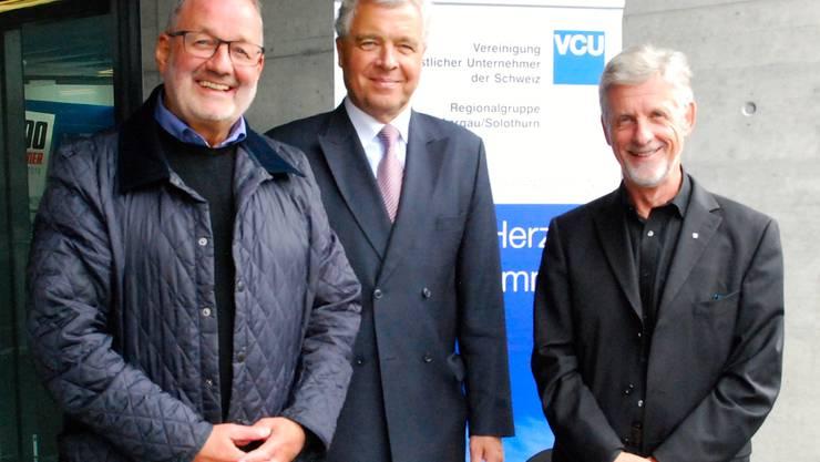 Von links: Max Zeier, Brugg (VCU-Vorstand), Erwin H. Hofer (Alt Botschafter und Referent), Louis Dreyer, Oberrohrdorf (Präsident VCU Aargau/Solothurn).