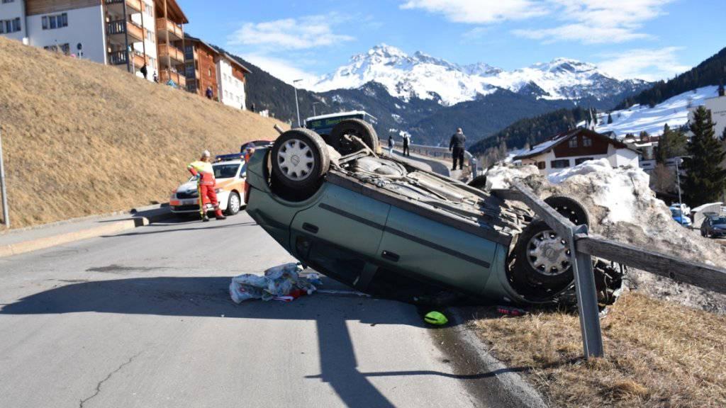 Das Auto nach einer Irrfahrt über 400 Meter in Endlage.