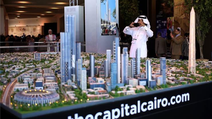 «Dubai-besoffen?» – Ägyptens neue Hauptstadt soll in der Wüste östlich von Kairo entstehen. Vieles am Modell erinnert an Dubai am Persischen Golf.Keystone