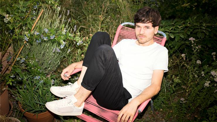 James Gruntz im heimischen Garten in Dulliken SO: Hier findet der Sänger viel Luft, um seine Ideen fliessen zu lassen.Gregor Brändli